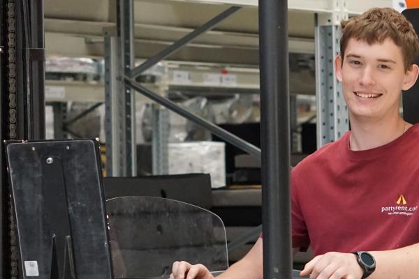 Interview mit Jakub Piechel, Auszubildender zur Fachkraft für Lagerlogistik